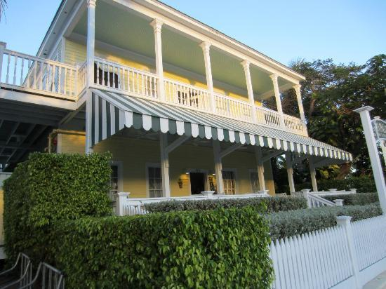 Avalon Bed and Breakfast: Front