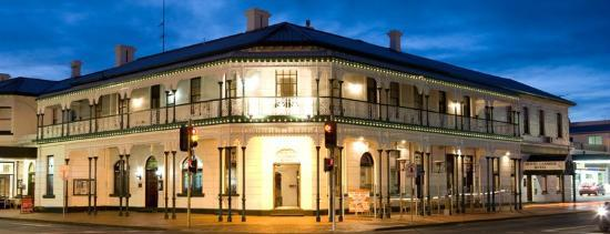 Mount Gambier Hotel : Hotel From Street