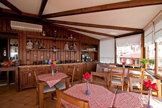 Emine Sultan Hotel & Suites: Breakfast Room