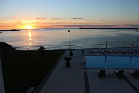 Aparthotel Atlantida Mar: sunrise from the hotel