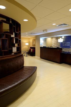 Holiday Inn Express Hampton Coliseum Central: Registration
