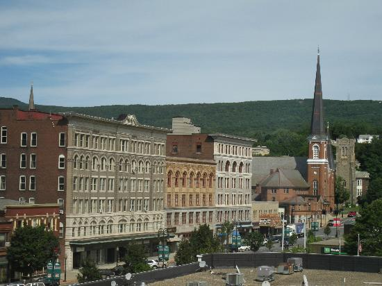 Holiday Inn Berkshires: Downtown view from room on 5th floor