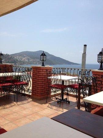 Samira Resort: Roof top resturants everywhere :)