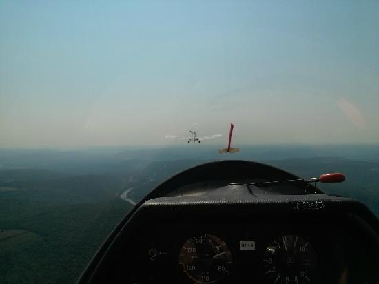 Harris Hill Soaring Center: tow plane