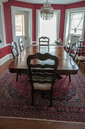 Bancroft Manor Bed and Breakfast: The dining room