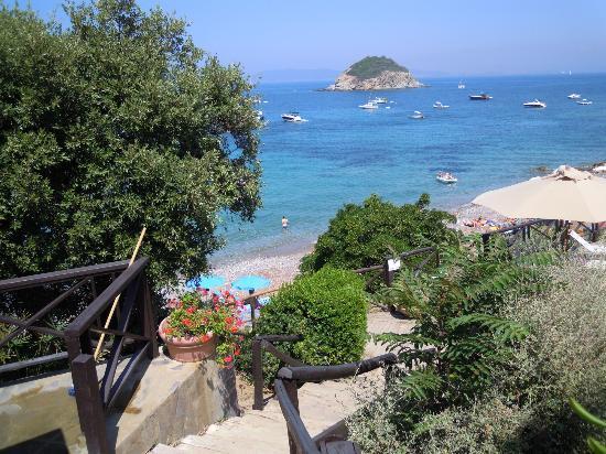 Punta Dei Barbari Residence: Veduta dal viale d'ingresso all'appartamento