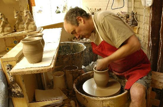Corris, UK: Quarry Pottery home of the Smoking Dragon
