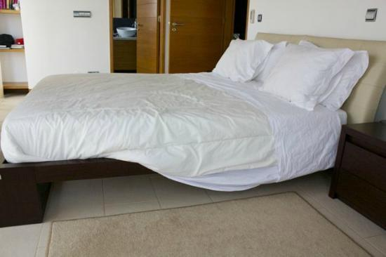 Vale do Lobo Resort: half-made bed