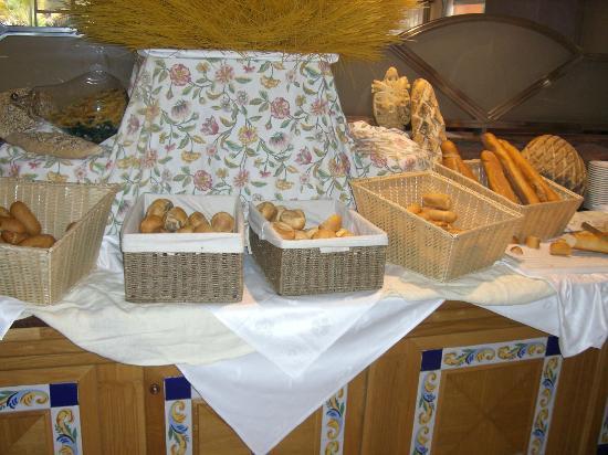 OLA Hotel Maioris: fresh breads