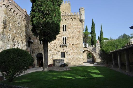 Castello di Monterone: l'esterno