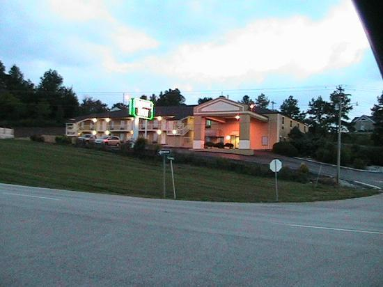 Royal Inn: view from highway