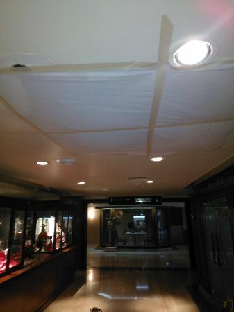 Sheraton Mexico City Maria Isabel Hotel: Hole in the ceiling? No problem, cover it with a sheet...