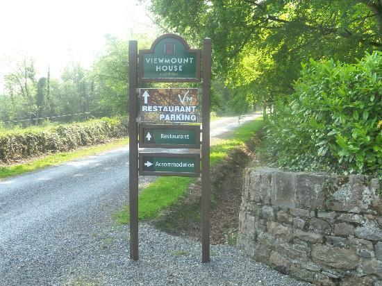 Viewmount House: Sign at Entry