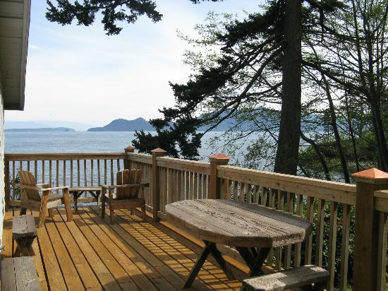 Orcas Island Bayside Cottages: Deck