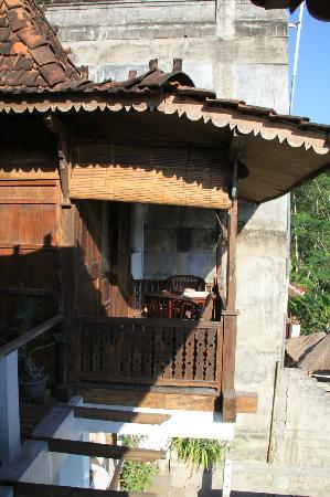 UMAH GRAN GUEST HOUSE : view from balcony to opposite room