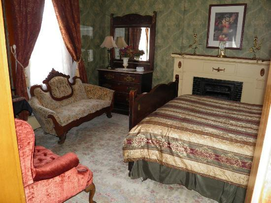 The Historic Occidental Hotel & Saloon and The Virginian Restaurant: one of the rooms