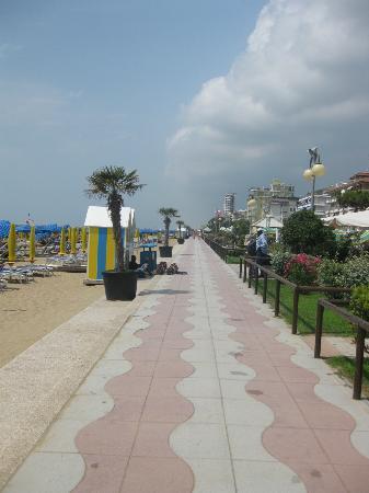 Hotel Alexander: Promenade