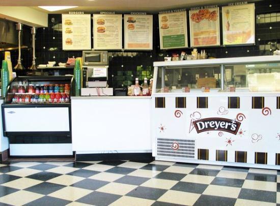Phyllis' Giant Burgers: Santa Rosa location