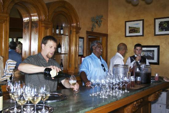 Cristom Vineyards : Tasting Room Bar