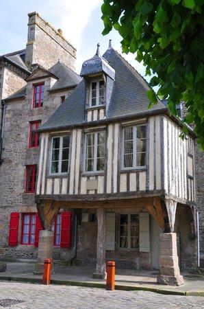 La maison pavie dinan france guesthouse reviews for Ashoka ala maison price