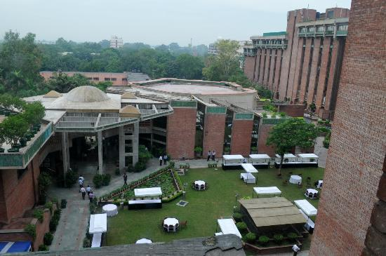 India Habitat Centre : Green lawns and the convention centre