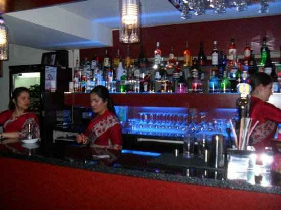 Chelmsford, UK: The Well stocked bar at The Everest Gurkha