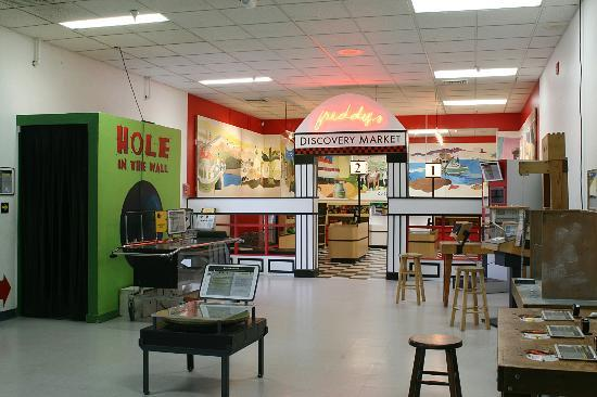 Discovery Center of Idaho : Myrtle wing and Discover Market