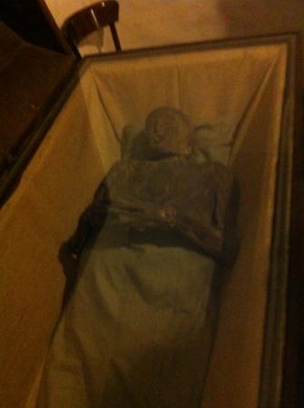 Bleikeller : mummified body under glass