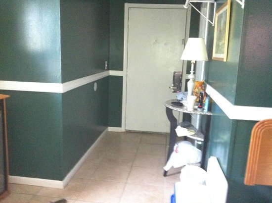 Econo Lodge - Seaside Heights / Toms River : entrance to room