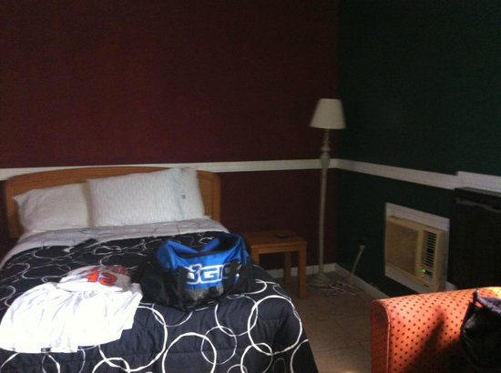 Econo Lodge - Seaside Heights / Toms River: view of room