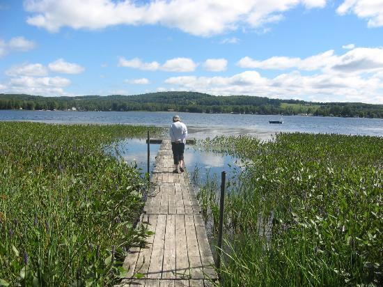 Lake Salem Inn Bed and Breakfast: view toward dock/lake