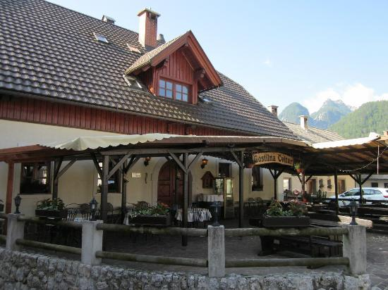 Gostilna Cvitar: Front view of the guesthouse from village square