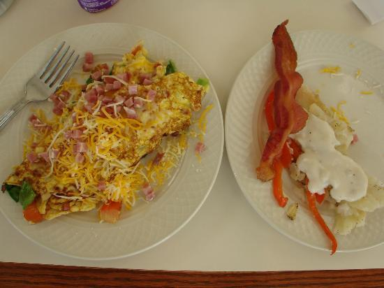 Hilton Garden Inn Albuquerque North/Rio Rancho: delicious breakfast, including made to order omelette