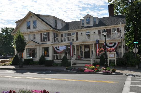 Kennebunk Inn: View from the front