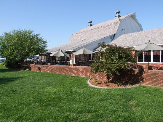Huber's Orchard & Winery: Winery Patio