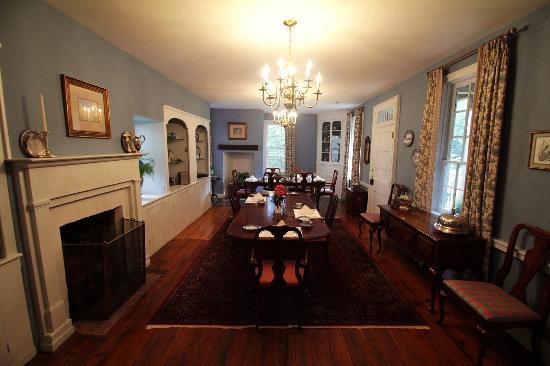 Ascot House Bed and Breakfast: Dining room