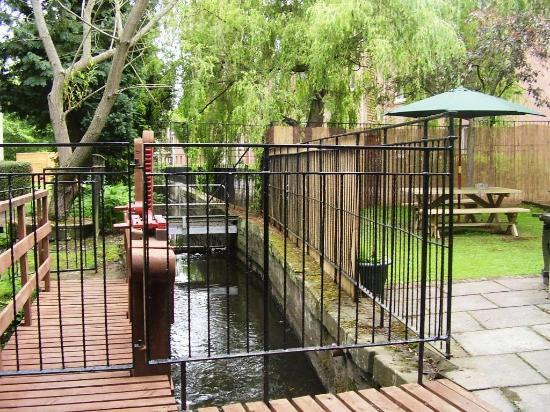 Picture of the Mercure Perth Hotel Garden area