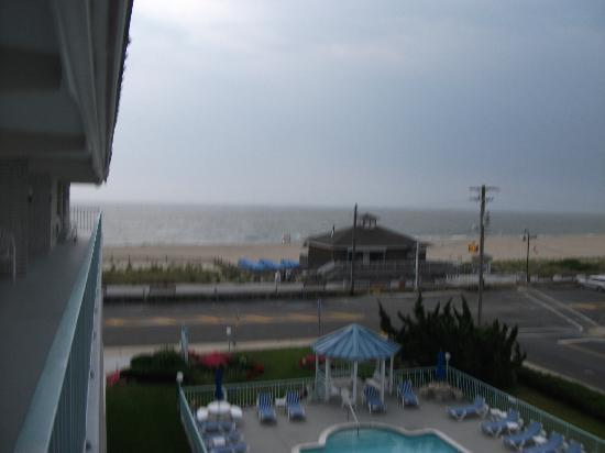 Sea Crest Inn: View from our balcony :)