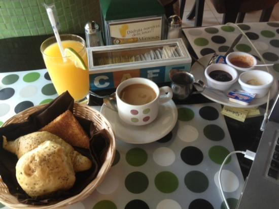 Xocolatier: American, bread and orange juice