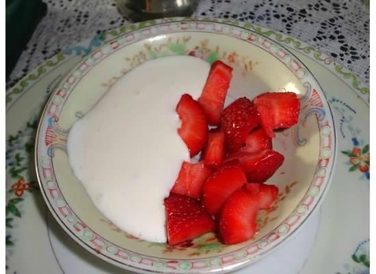 The Grand Victorian: FRESH strawberries and homemade Devonshire cream
