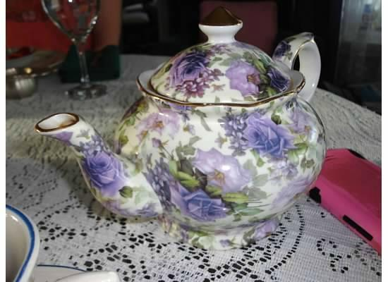 The Grand Victorian: Beautiful lavender teapot