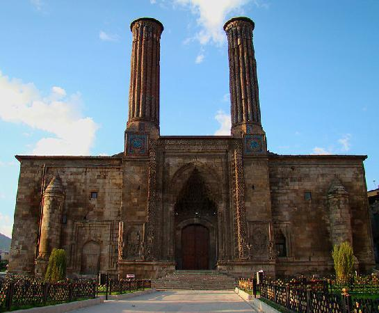 Erzurum, Turkey: Dubbel minaret medrese (koranschool)