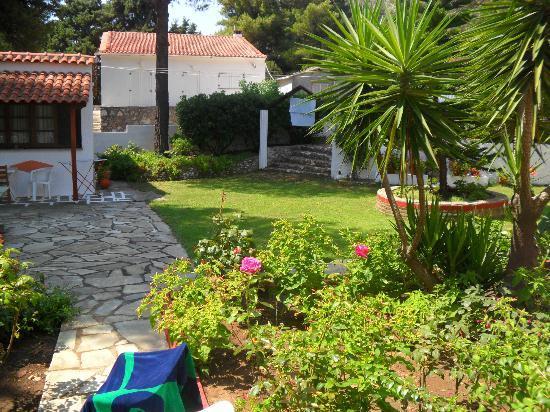 Paraschos Studios: giardino e zona stendino