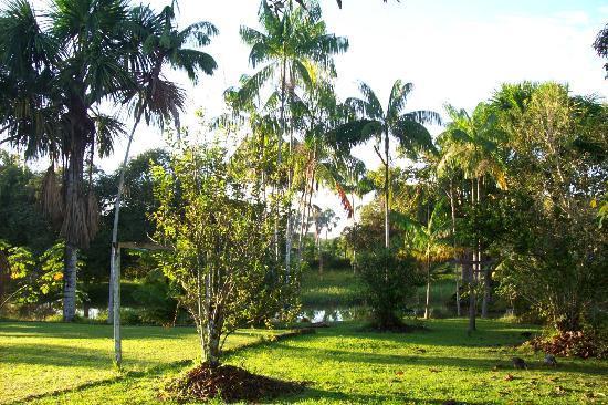 Mahatu Guest House & Hostel : El lago de Mahatu