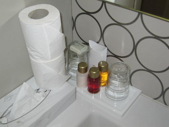 Hotel Massena: Bagno della camera superior