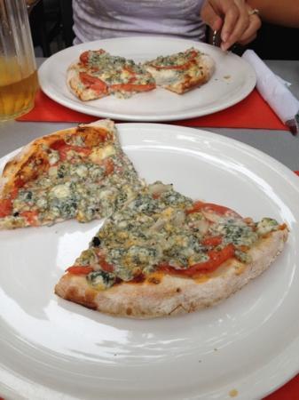 Mille et Une Pizzas : Venitienne Pizza (blue cheese)
