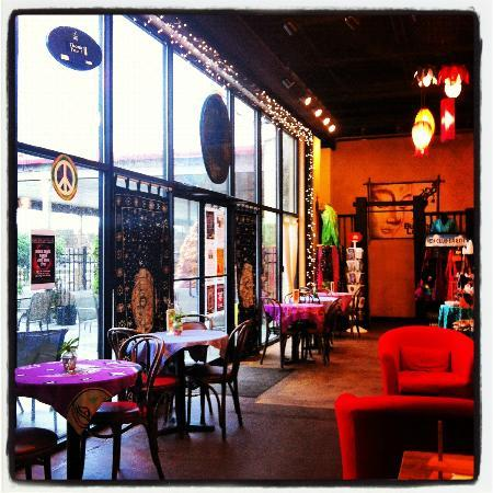 Le Bistro de Vie: beautiful relaxing awesome place :)