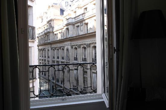Hotel du Triangle d'Or: View from one direction in my corner room