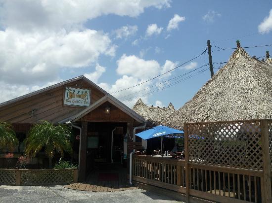 Jack Willie's Tiki Bar & Restaurant: Front of Restaurant