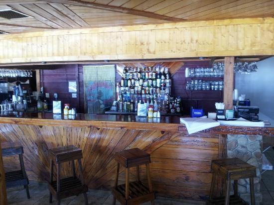 Jack Willie's Tiki Bar & Restaurant: Inside Bar